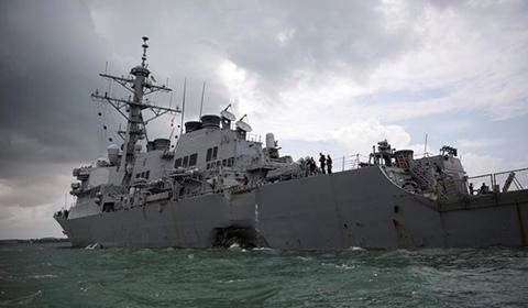 """马来西亚和新加坡8月21日分别表示,已派出救援力量参与搜救美国海军""""麦凯恩""""号导弹驱逐舰的失踪船员。"""
