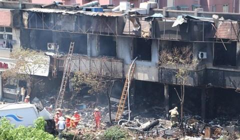 7月21日早上8点35分,西湖区一餐馆发生煤气瓶爆炸,事故造成2人死亡,55人受伤,其中12人伤势较重,伤员已送医治疗,目前火势已经扑灭。