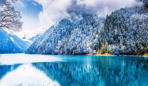 11月21日,四川九寨沟迎来入冬后的第一场降雪。