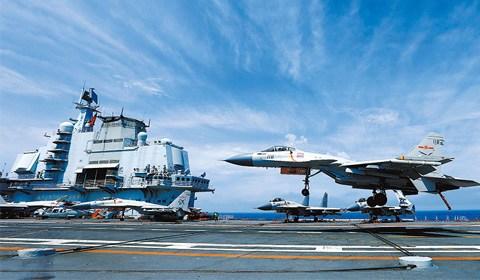 4月中下旬,海军辽宁舰航母编队在西太平洋、南海、东海等海域开展远海实兵对抗训练。