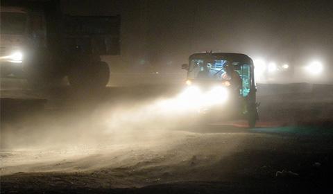 近日,印度北部遭遇强大沙尘暴,已经造成至少116人死亡,250多人受伤。