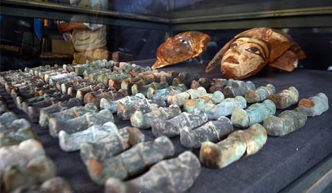 12月9日,埃及考古人员在尼罗河西岸的德拉阿布纳加墓穴群中新发现Kampp 150墓穴和Kampp 161墓穴。