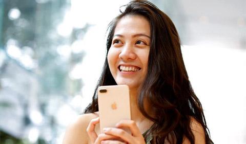 9月22日,日本东京大批果粉聚集在表参道苹果店外,等待新款iphone8及iphone8 plus发售。