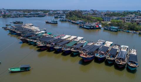 5月1日12时,南海进入伏季休渔期,海南省共有1.7万艘渔船进港休渔,涉及渔民超过6万人。