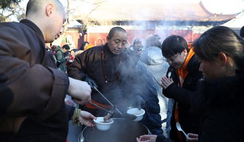 1月13日,是中国农历腊月初八即传统的腊八节,民众有喝腊八粥的习俗。