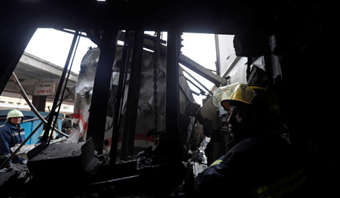 埃及首都开罗最大的火车站――拉姆西斯火车站,当地时间2月27日中午发生恶性爆炸事件,当时,一列由亚历山大进站的火车车头油箱发生巨大爆炸。