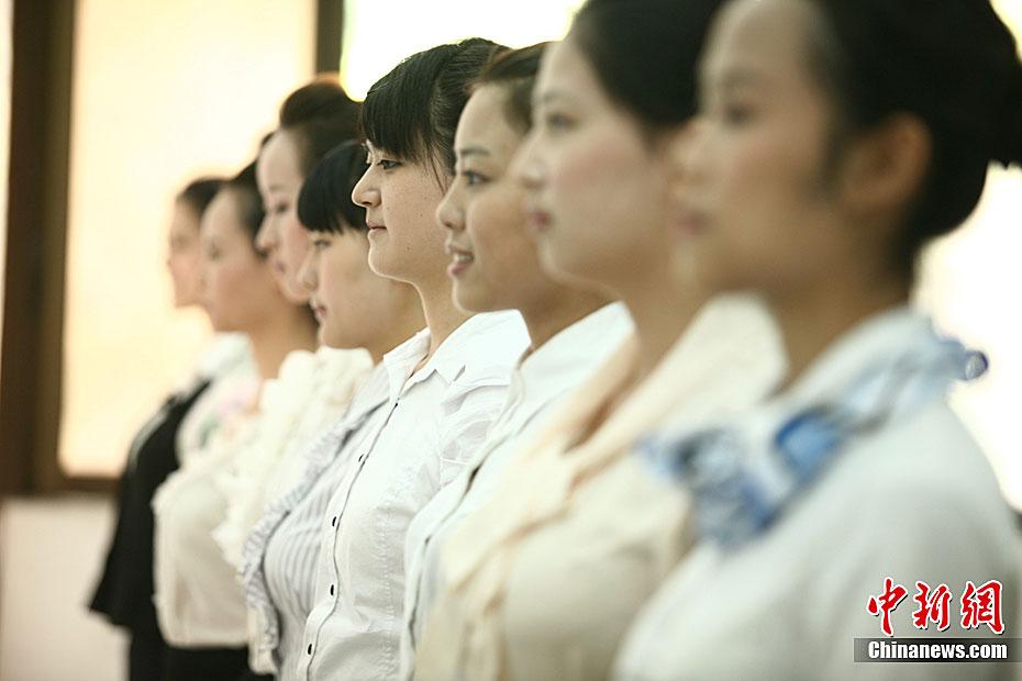 祥鹏航空郑州招聘空乘 美女争相应聘 中新网