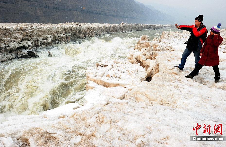壮观的黄河壶口瀑布冰消河开浪花直冲云端 - 高山松 - gaoshansong.good 的博客