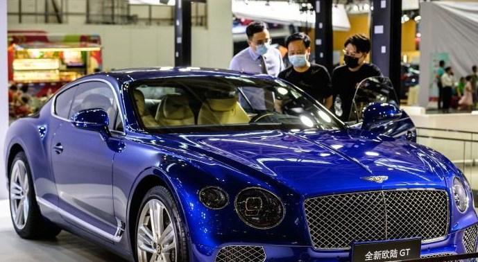 福州国际车展人气旺 赏车试车者络绎不绝