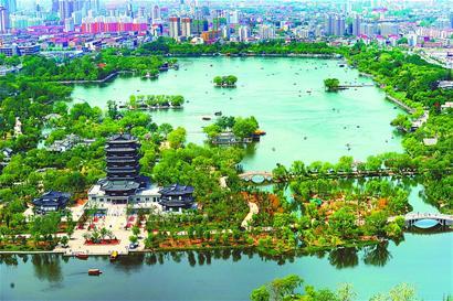 """济南大明湖变身""""城中湖""""景色迷人"""