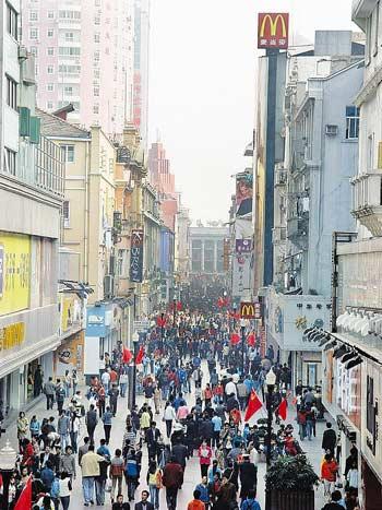 武汉新兴商圈兴起 江汉路步行街百年老街风头渐淡