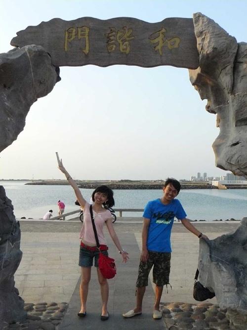 印尼留华学生在海口海边游玩 拍照留恋(3)