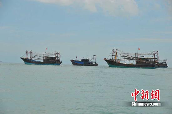 南海伏季休渔结束 海南渔船出海捕捞作业
