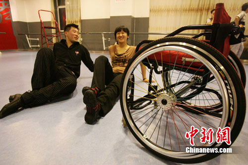 """太原残疾女孩""""轮椅拉丁""""舞上《我要上春晚》"""