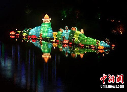 吉林松花江彩灯创吉尼斯世界纪录为世界最高彩灯