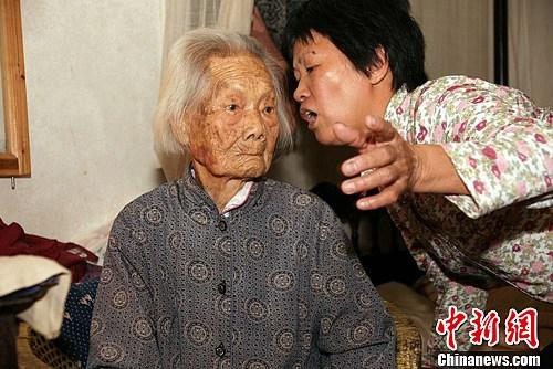 通讯:广东梅州108岁老妪生活应对自如