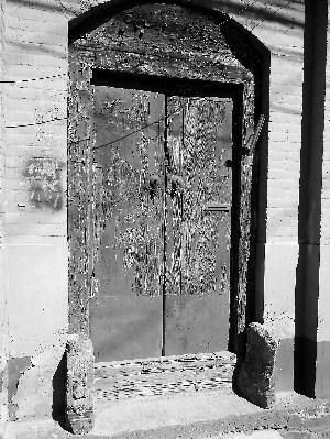 安平巷15号门牌被腐蚀后难以辨别图片