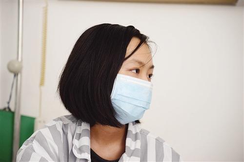 qq超拽头像短发黑白口罩