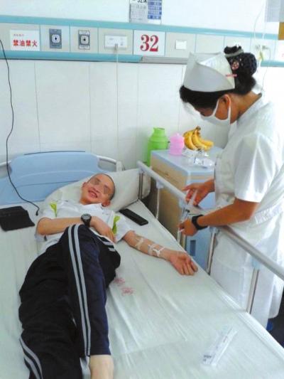 少年患白血病家人急盼救助一家5口人3人重病