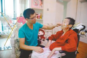 女婿先后照顾病重岳父岳母10年家庭熏陶传孝道