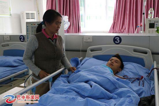 农妇将捐肾救子但愁手术费誓让儿子活下去(图)