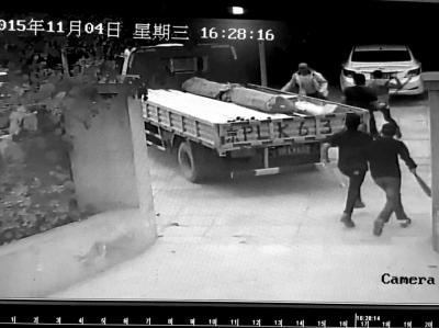 北京丰台:4名蒙面男子村委会砍伤村干部后逃离
