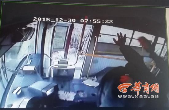 陕西一公交司机无故遭乘客殴打 昏迷20多天离世