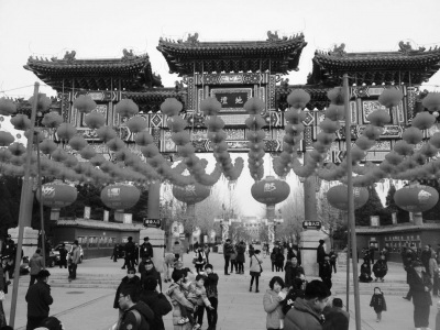 北京庙会周边出现倒票黄牛:加价2至5元不等