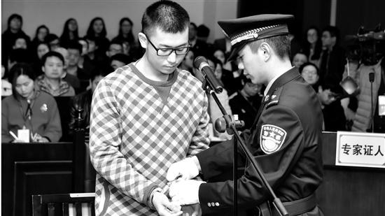 留美男生屠杀女友受审当场下跪:后悔莫及(图)