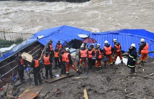 福建泥石流现场发现14具遗体
