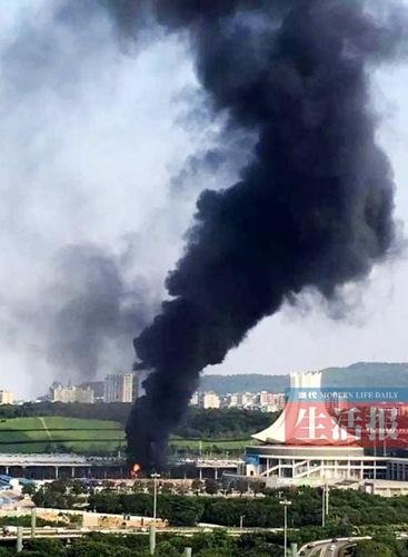 南宁国际会展中心新建展馆工地起火 幸无人员伤亡