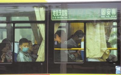 """都市候鸟的""""双城生活"""":每天6小时往返北京固安"""