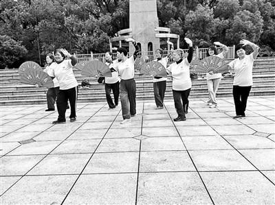 美国大妈的中国广场舞生活:想把广场舞带回美国