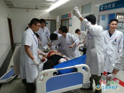 江西鹰潭交通事故致12死 医护专家连夜赶往现场