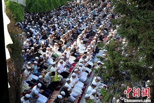 青海穆斯林喜迎开斋节图片