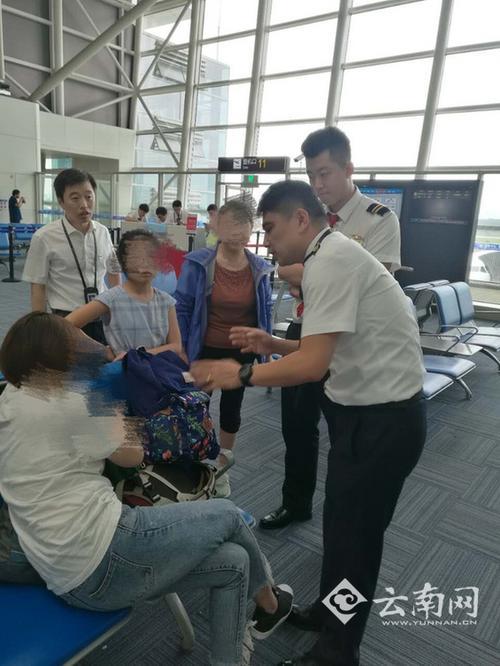 航班延误过久7名旅客拒登机机长鞠躬流泪苦劝(图)