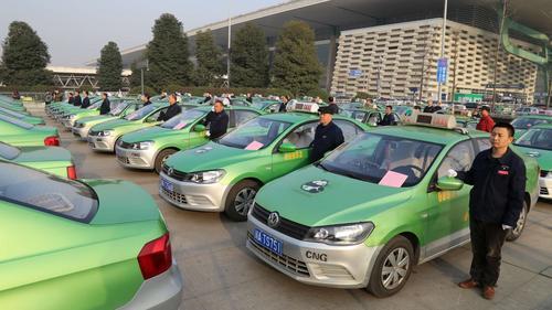 成都出租汽车行业将建黑名单 严重违规或终生禁入