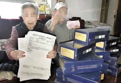 老人参加免费讲座 会议记录揭秘如何被买3.5万保健品