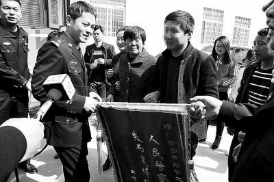 郑州一对夫妻睡梦中孩子被偷 32年后细心民警寻回
