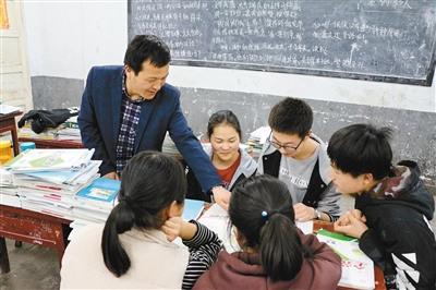 """乡村教师苦斗""""不死癌症""""十余年没耽误学生一节课"""