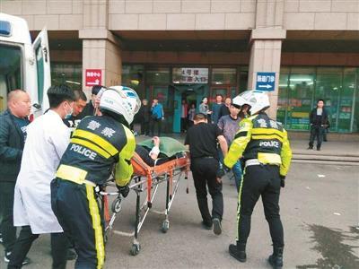 外地急救车遇沈城晚高峰 18名蓝盾骑警接力救助