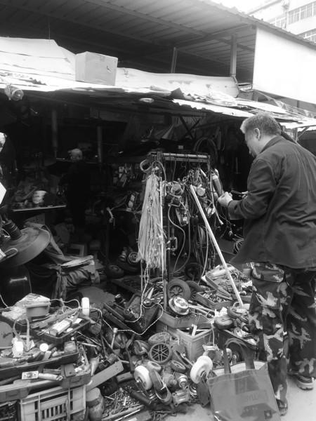 济南旧货市场的老情谊:难舍十多年的相互扶持