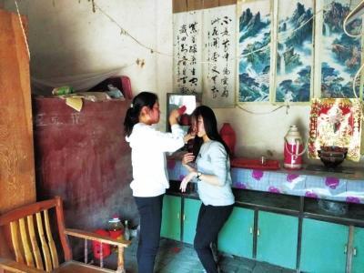 河南19岁女孩照顾残疾姐姐12年理想是当医生