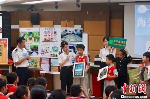 海关课堂走进广州校园缉毒犬、检疫犬同台秀绝活