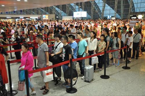 成都机场迎来端午出行高峰少数航线机票出现紧张