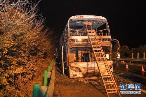 湖南常长高速发生客车起火事故致26死28伤
