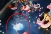 3岁幼童游泳课溺水 老师看手机未发现