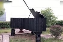 废旧钢轨制成钢琴古筝