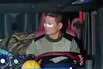 司机边开车边敷眼膜