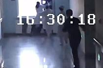 男子从13楼跳下 女护士徒手拽7分钟救回